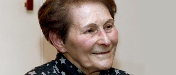 Брюссельский центральный совет еврейских социальных служб предоставляет пожилым евреям, таким как Хая Пецтат,  уход на дому, средства передвижения, неотложное медицинское обслуживание.