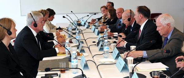 Переговоры представителей Клеймс Конференс (справа) с представителями  правительства Германии (слева), Иерусалим, май 2013 года