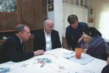 Мы с Солом в гостях у пережившего Холокост, несколько лет назад в Иерусалиме. Сол боролся за признание страданий, перенесенных всеми, кто пережил Холокост